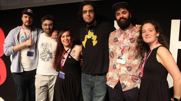 De la torre (segundo por la derecha) junto a los ponentes de una mesa redonda organizada junto a Rami Ismail (tercero por la derecha) en Gamelab 2016.