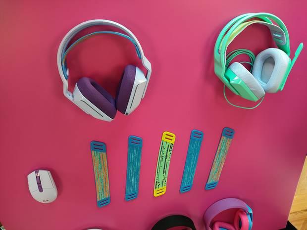 Auriculares G335 y G733. En ambos se pueden colocar distintas cintas interiores de la diadema.