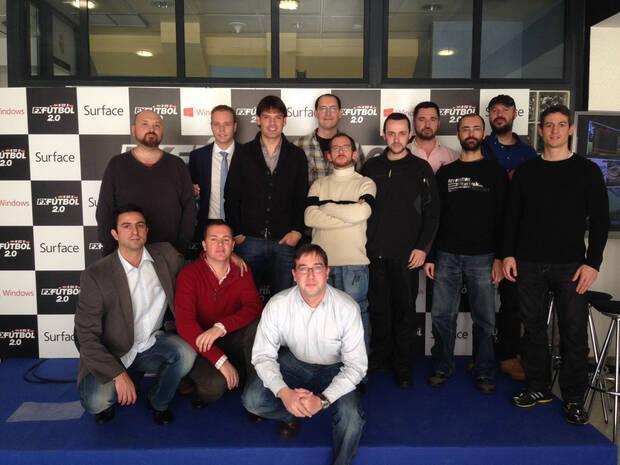 Fernando Morientes con el equipo de desarrollo de FX F