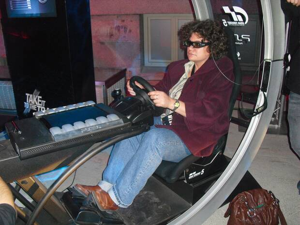 Herranz probando 'Gran Turismo'.