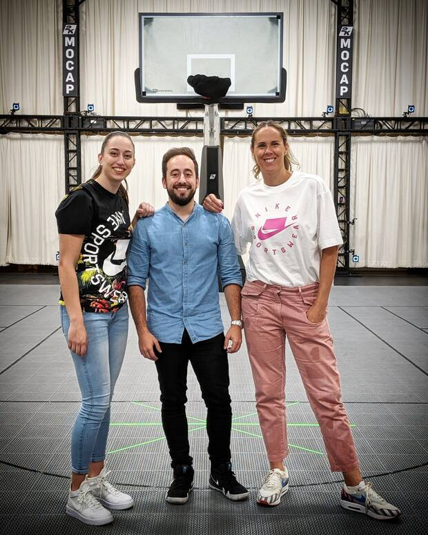 De izquierda derecha: Maite Cazorla, Villasante y Amaya Valdemoro, durante el viaje para la captura de movimientos para 'NBA 2K19'.
