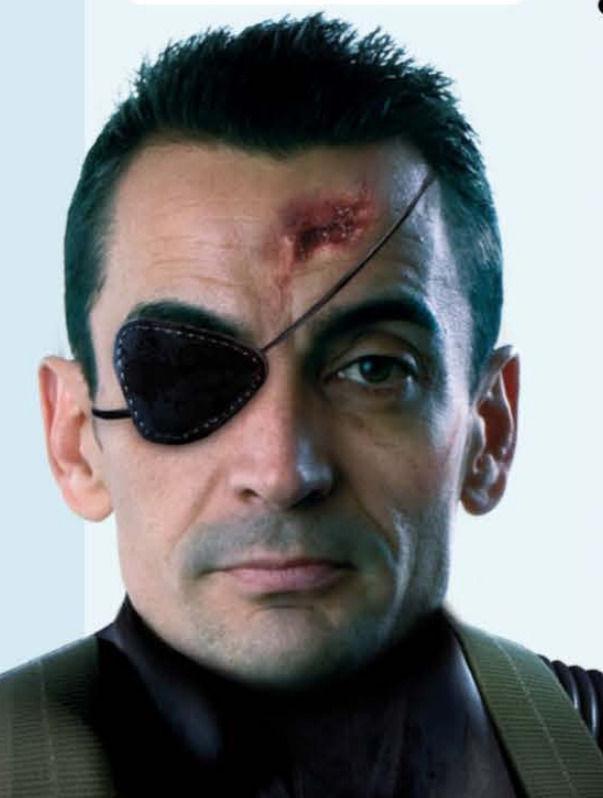 Manuel caracterizado como uno de sus personajes favoritos de los videojuegos, Snake.